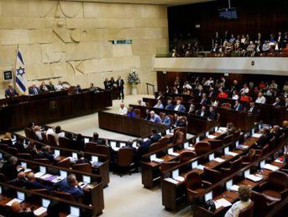 La polémica ley reserva solo al pueblo judío el derecho de autodeterminación y deja el hebreo como única lengua oficial