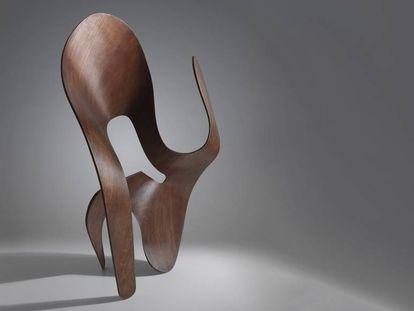 Escultura de madera contrachapada experimental de Ray Eames.