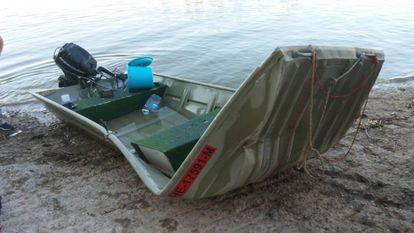 Una de las dos emabarcaciones que han colisionado este viernes en el pantano de Mequinenza.