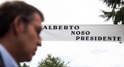 Alberto Nuñez Feijóo en su pueblo natal de Os Peares.