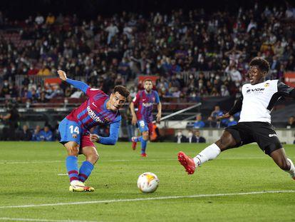 Coutinho marca el tercer gol del Barça frente al Valencia.