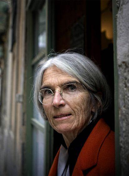 La escritora Donna Leon.