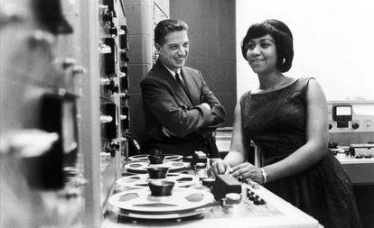 John Hammond y Aretha Franklin, en una imagen sin datar.
