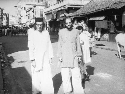 Peter Orlovski y Allen Ginsberg, en Calcuta en octubre de 1962.