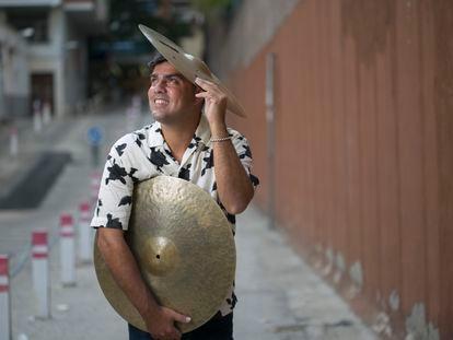 El percusionista cubano Michael Olivera.