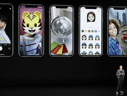 Kaiann Drance, responsable de 'marketing' de Apple, presenta los iPhone XS en el Steve Jobs Theater.