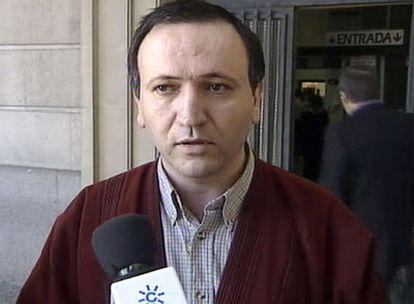 Imagen de Santiago del Valle García, a la salida de los juzgados de Sevilla, cedida por Canal Sur TV.