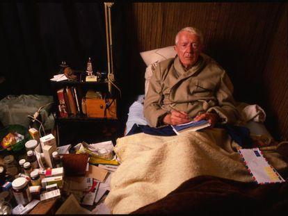 Paul Bowles, en su casa de Tánger en enero de 1989.