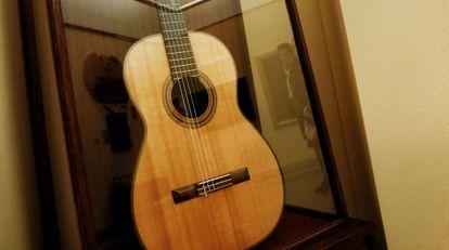 La guitarra Hauser de Andrés Segovia expuesta en la Real Academia de San Fernando.