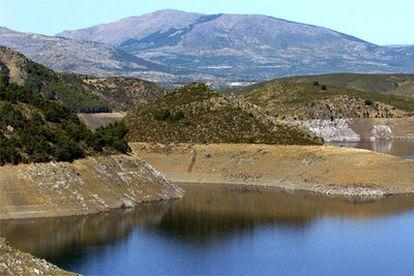 El pantano de Atazar, en la Comunidad de Madrid, que tiene unas reservas de agua del 46,6%.