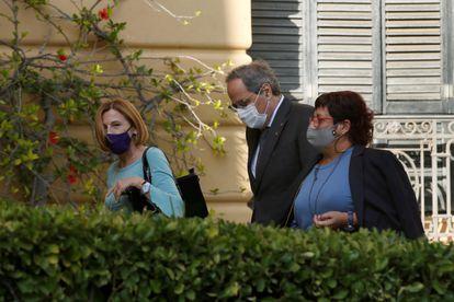 El expresidente de la Generalitat, Quim Tora, con la expresidenta del Parlament, Carme Forcadell y la exconsellera Dolors Bassa.