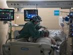 04/05/2021 - Barcelona - En la imagen la UCI del Hospital Vall d'Hebron de Barcelona. Foto: Massimiliano Minocri