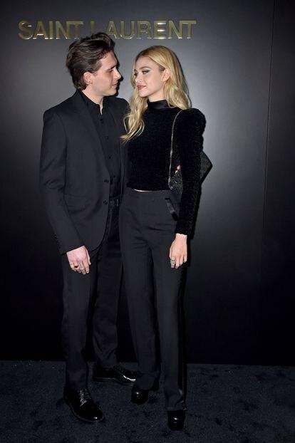 Brooklyn Beckham y Nicola Peltz en un desfile en París en febrero de 2020.
