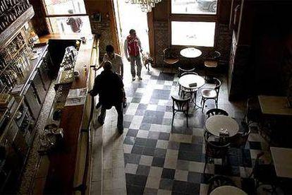 El interior del Habanilla, uno de los bares clásicos de la Alameda.
