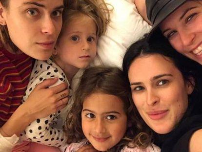 La cinco hijas de Bruce Willis de izquierda a derecha: Scout, Mabel, Evelyn, Rumer y Tallulah.