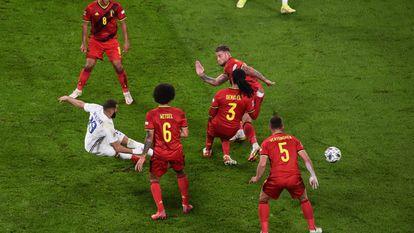 Benzema remata el 2-1.
