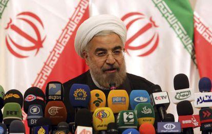 Rohani comparece ante la prensa este lunes en Teherán.