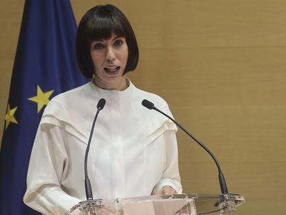 La nueva ministra de Ciencia e Innovación, Diana Morant, tras recibir la cartera de su antecesor Pedro Duque, este lunes en Madrid.