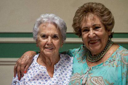 Conchita Michavila y Regina Díaz, en el Ateneo español, de Ciudad de México.