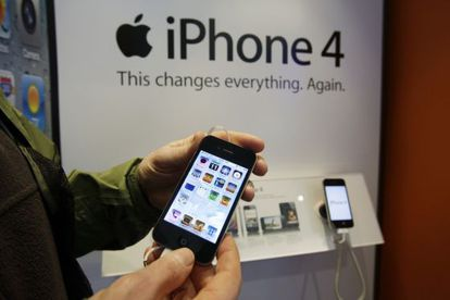 Un cliente de AT&T con un iPhone 4 en Palo Alto, California.