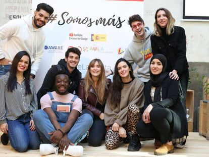 Los 'youtubers' participantes en la campaña 'Somos más'.