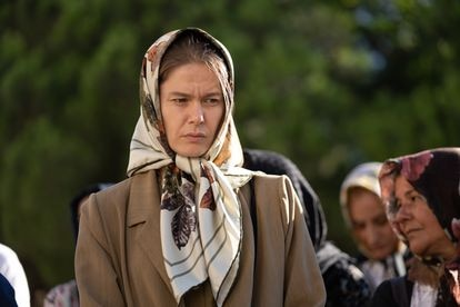 La protagonista de 'Fatma', Burcu Bricik, en un fotograma de la serie de Netflix.