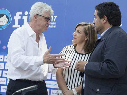Melvin Benn (i), propietario y director del FIB, con el presidente de la Diputación, Javier Moliner, y la alcaldesa de Benicàssim,Susana Marqués, en Benicàssim.