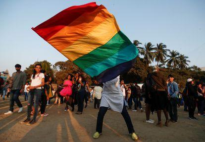 Un manifestante durante el Orgullo Queer Azadi en Bombay, India, en febrero de 2020.