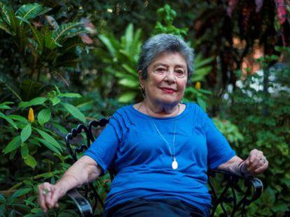 Claribel Alegría en su casa de Managua