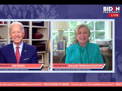 Clinton en el momento de anunciar su apoyo a Biden.