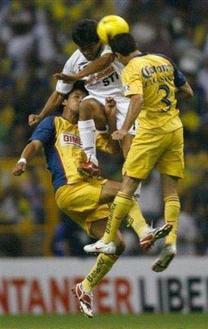 El golpe que recibió Carlos durante un partido de Copa Libertadores.