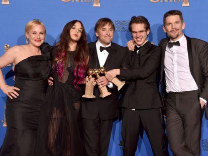 El equipo de Boyhood, con los premios Globos de Oro a mejor película, mejor director y mejor actriz secundaria.