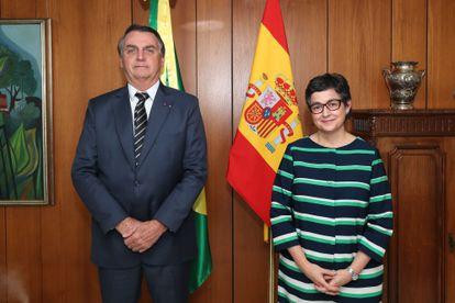 La ministra de Relaciones Exteriores, Arancha González Laya, junto al presidente de Brasil, Jair Bolsonaro, este jueves en Brasilia.