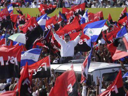 El presidente arremete contra los religiosos durante la celebración del 39 aniversario de la revolución sandinista. La Iglesia convoca a los feligreses a una jornada de ayuno y exorcismo