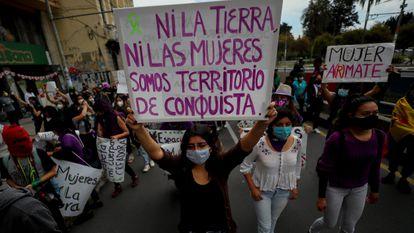 Una de las imágenes de la manifestación en Quito (Ecuador). Varios colectivos marcharon en favor de los derechos de las mujeres.