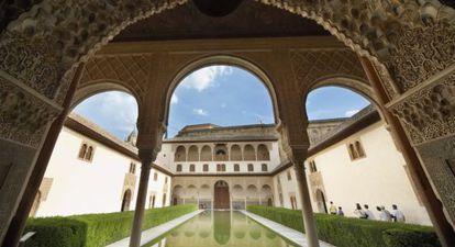 Vista del Patio de los Arrayanes de la Alhambra.