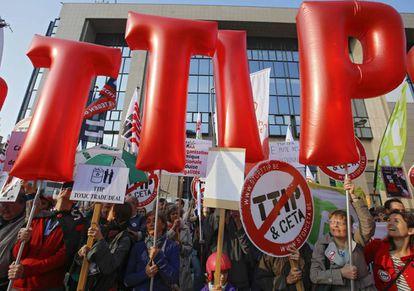 Manifestación contra el TTIP a las puertas del Consejo Europeo, el pasado 13 de mayo.