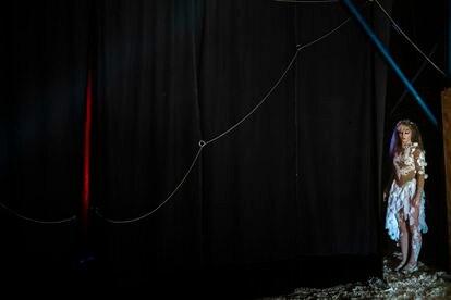 Adèle Fame, correas aéreas. Festival internacional de circo de Mureaux, Francia 2014.
