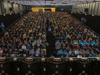 Medio millar de personas batieron en Madrid el primer Récord Guiness tecnológico en España: participaron en la clase de software con más alumnos del mundo.