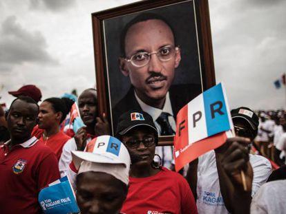 Seguidores de Kagame en las calles de Kigali, el pasado 2 de agosto.