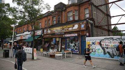 El Mercado de Seven Sisters en un histórico solar de Haringey, Londres.