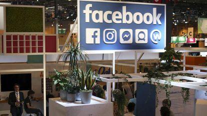 Expositor de Facebook en una feria tecnológica en París