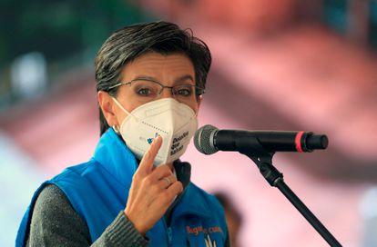 La alcaldesa Claudia López durante un evento en Bogotá para conmemorar el primer año de la pandemia del coronavirus.