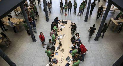 Tienda Apple en la Puerta del Sol en Madrid