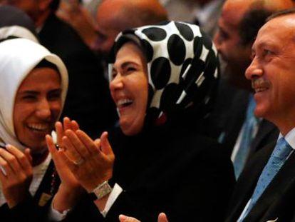 Erdogan y su esposa Emine (a su derecha), el 7 de septiembre en Buenos Aires.