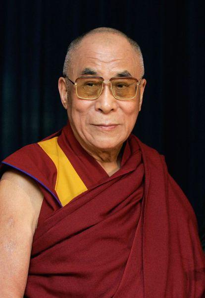 El Dalai Lama tiene cinco hermanos mayores.