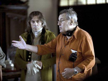 Javier Bardem y Milos Forman, en el rodaje de 'Los fantasmas de Goya'.