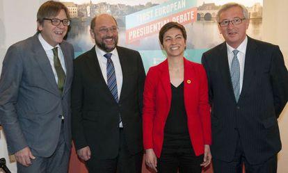 Guy Verhofstadt (liberal), Martin Schulz (Partido Socialista Europeo), Ska Keller (Los Verdes) y Jean-Claude Juncker (Partido Popular Europeo), candidatos a presidir la Comisión, este lunes en Maastricht (Holanda).