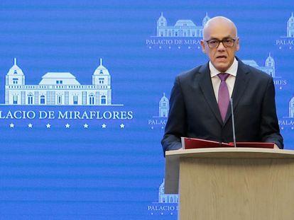 El portavoz del Gobierno de Venezuela, Jorge Rodríguez, durante el anuncio de este lunes en Caracas
