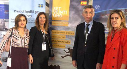 Manuela Lara, Marta Bonet y Cristina de la Haza, de Santillana, con el embajador Manuel Gómez Acebo.